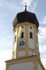 Kirchturm in Aying (Bayern)