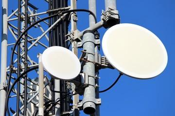 Paraboles sur un relais de télécommunication