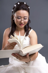 The Asian girl reads the book