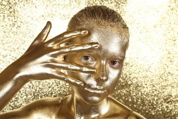 Mädchen in Gold