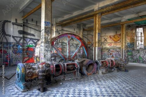 Dampfmaschine in einer Halle - 57434468