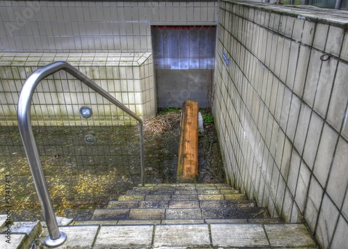 Old outdoor pool - 57437413