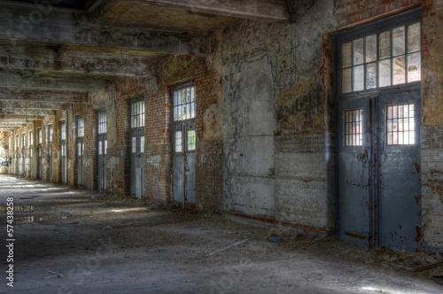 Leinwandbild Motiv Verlassene Halle, mehrere Bilder verfügbar