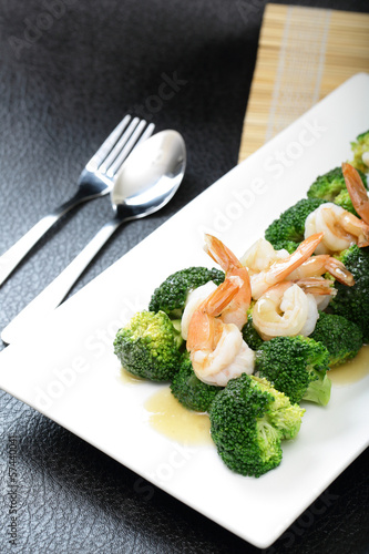 Gravy and Shrimp with broccoli
