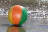 Wasserball am Strand - Beach Ball with Water Drops