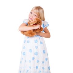 kleines Mädchen mit Kuscheltier