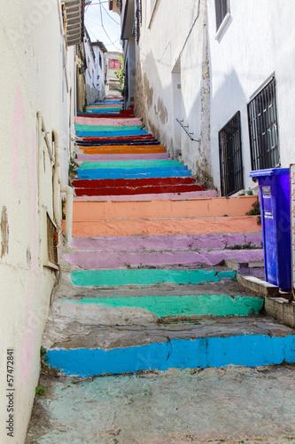 Kuşadası, kleurige trap naar de bovenstad
