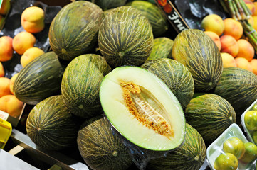 Sale of melons on the market