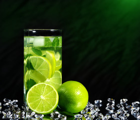 Mojito cocktail with fresh limes