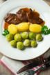 Würzige Sojasteaks mit Sprossenkohl und Kartoffeln