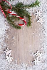 Hintergurund mit Schnee,Zweig und Zuckerstange
