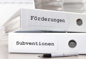 Förderungen und Subventionen - Anträge in Aktenordnern