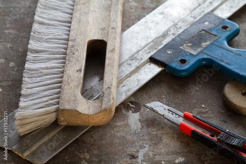 Handwerkzeug für Tapezierarbeiten