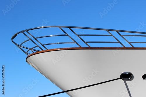 Proue d'un yacht à quai - 57508032