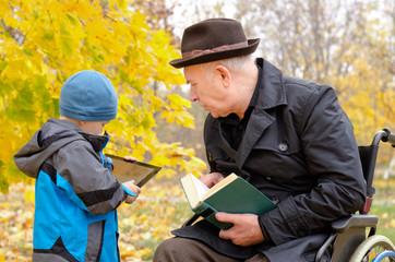 Generation gap between grandchild and grandfather