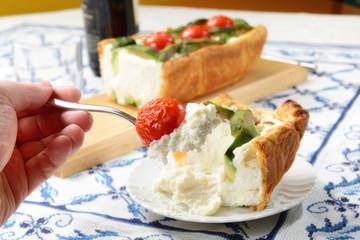 Sformato di pasta, formaggio, pomodori e avocado