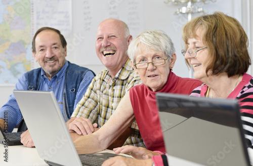 Leinwanddruck Bild Computerkurs für Senioren