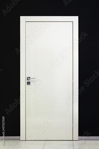 Modern closed white door - 57527039