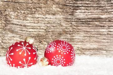 Weihnachtskugeln auf Weihnachtskarte-Holz