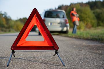 Warndreieck aufstellen - Autopanne