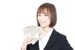1万円札で扇ぐ女性