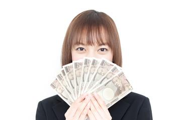 お金を持った女性
