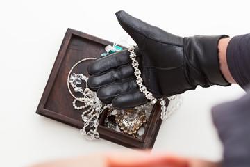 Stealing jewellery
