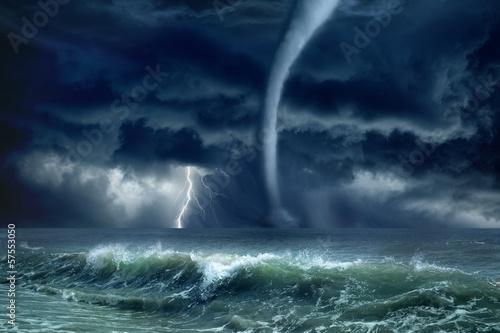 Fotobehang Onweer Tornado, lightning, sea