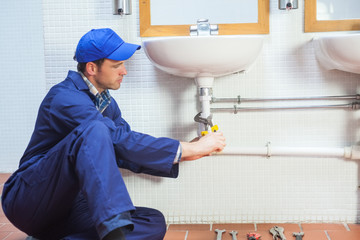 Attractive concentrating plumber repairing sink