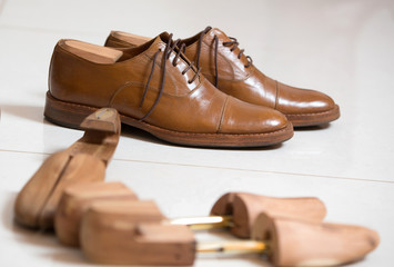 Handmade shoes and shoe stratchers