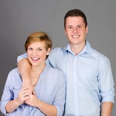 junges glückliches liebespaar