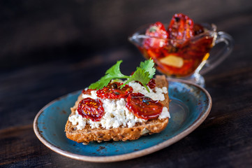 Grain bread with cottage cheese and sun-dried tomatoes