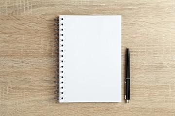 Notizbuch mit Stift