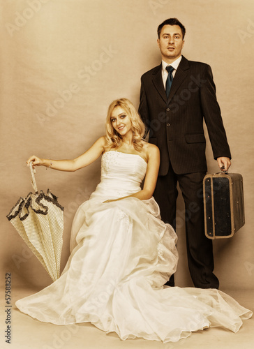Retro married couple bride groom vintage photo