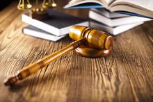 Marteau en bois avocat, le concept de la justice, le système judiciaire