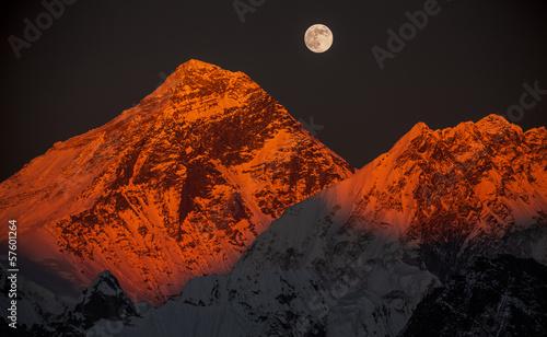 Foto Spatwand Nepal Peak Everest at sunset in a full moon.
