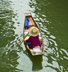 Lifestyle at Damnoen Saduak Floating market in Thailand