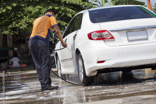 Car wash with flowing water