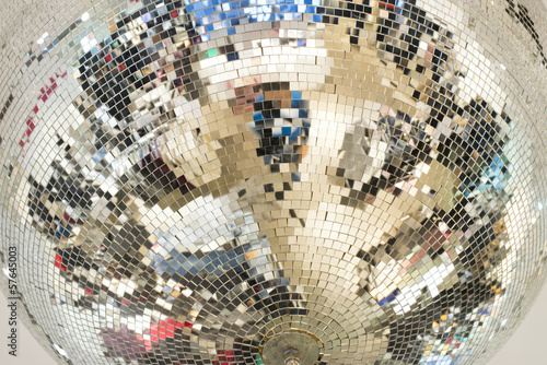 lustrzana-szklana-kula