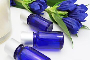 青いボトルのアロマオイル
