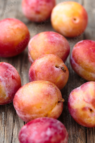 Red plums - susine