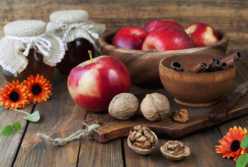 Apples, honey, cinnamon and walnuts
