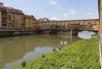 Ponte Vecchio, Left