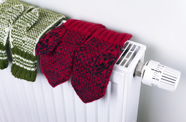 Knitted gloves drying