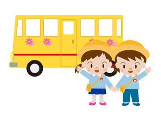 園児とバス