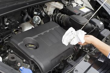 Vérification niveau d'huile moteur