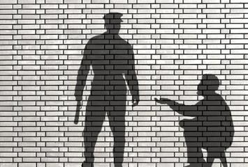 ombre de mendiant et de policier
