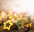 Adventszeit: Goldsternchen und Kerzenlicht
