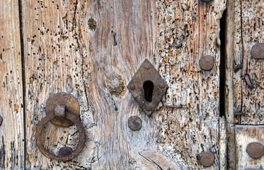 Geheimnisvolle, alte, verschlossene Tür
