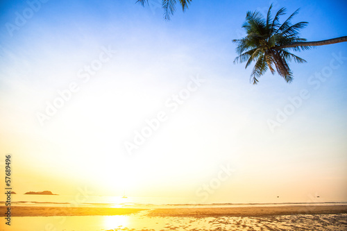 Foto op Plexiglas Landschappen Beautiful sunset on the beach (photo with space for your text)